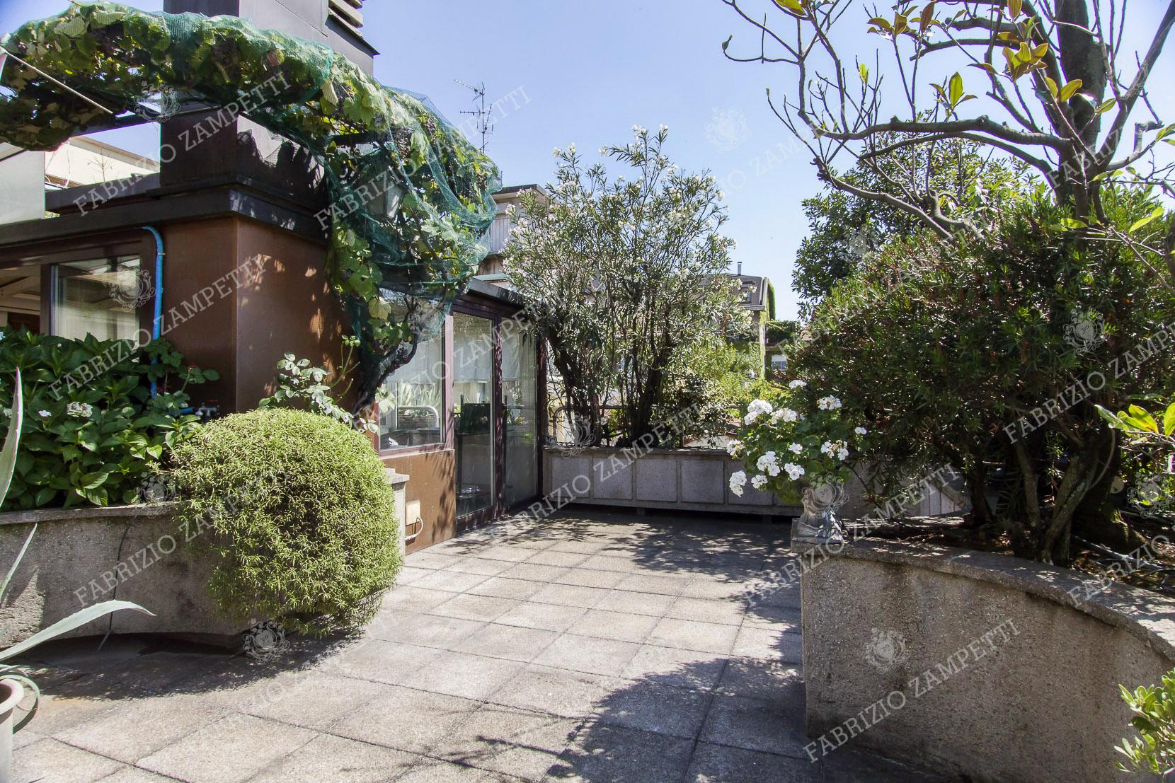 Attico con terrazzo e giardino d\'inverno all\'Arco della Pace ...